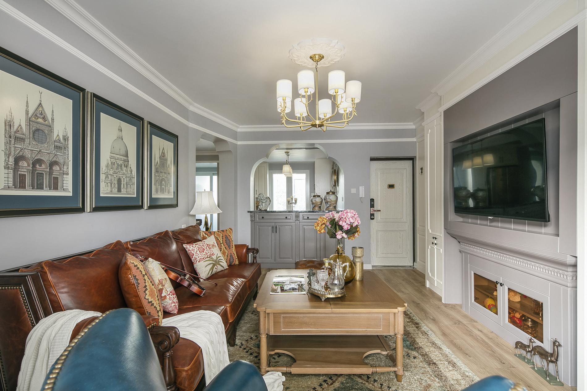 低奢美式风格家装修客厅顶面设计