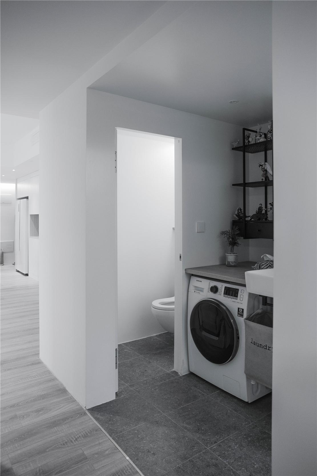 90平简约风装修卫生间设计图
