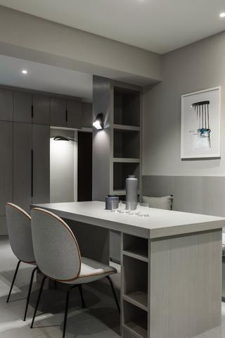 118㎡二居室装修餐桌椅图片