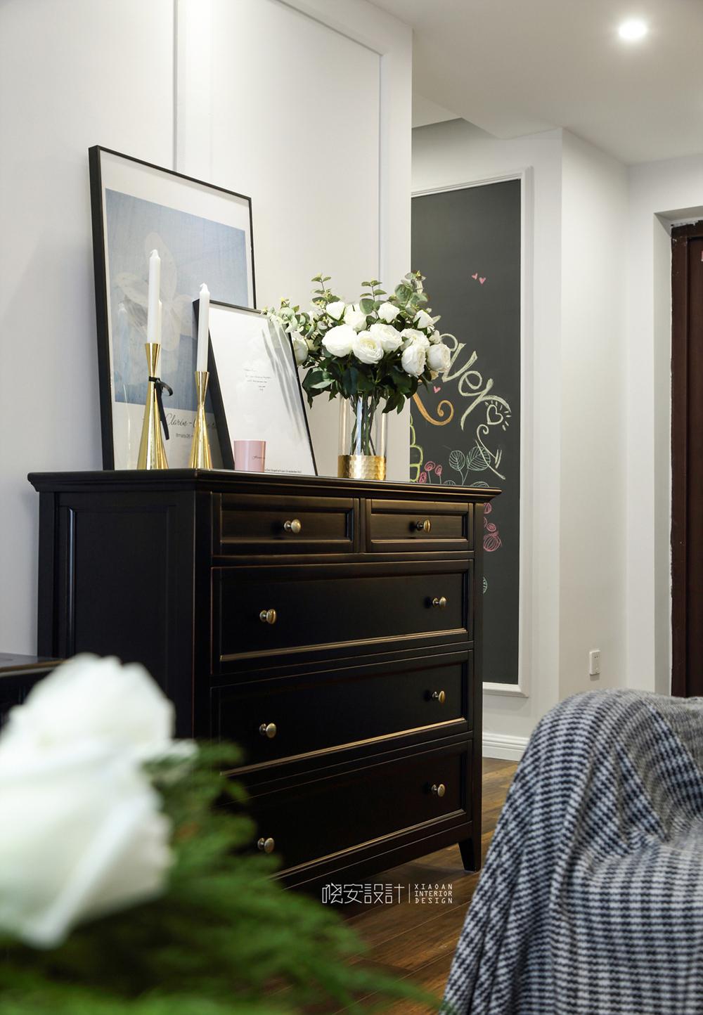 80㎡美式风格家边柜装饰摆件