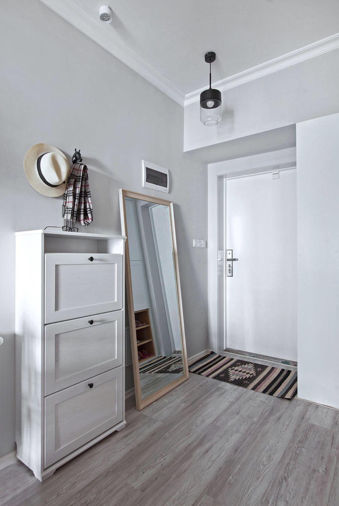 二居室现代北欧装修玄关设计