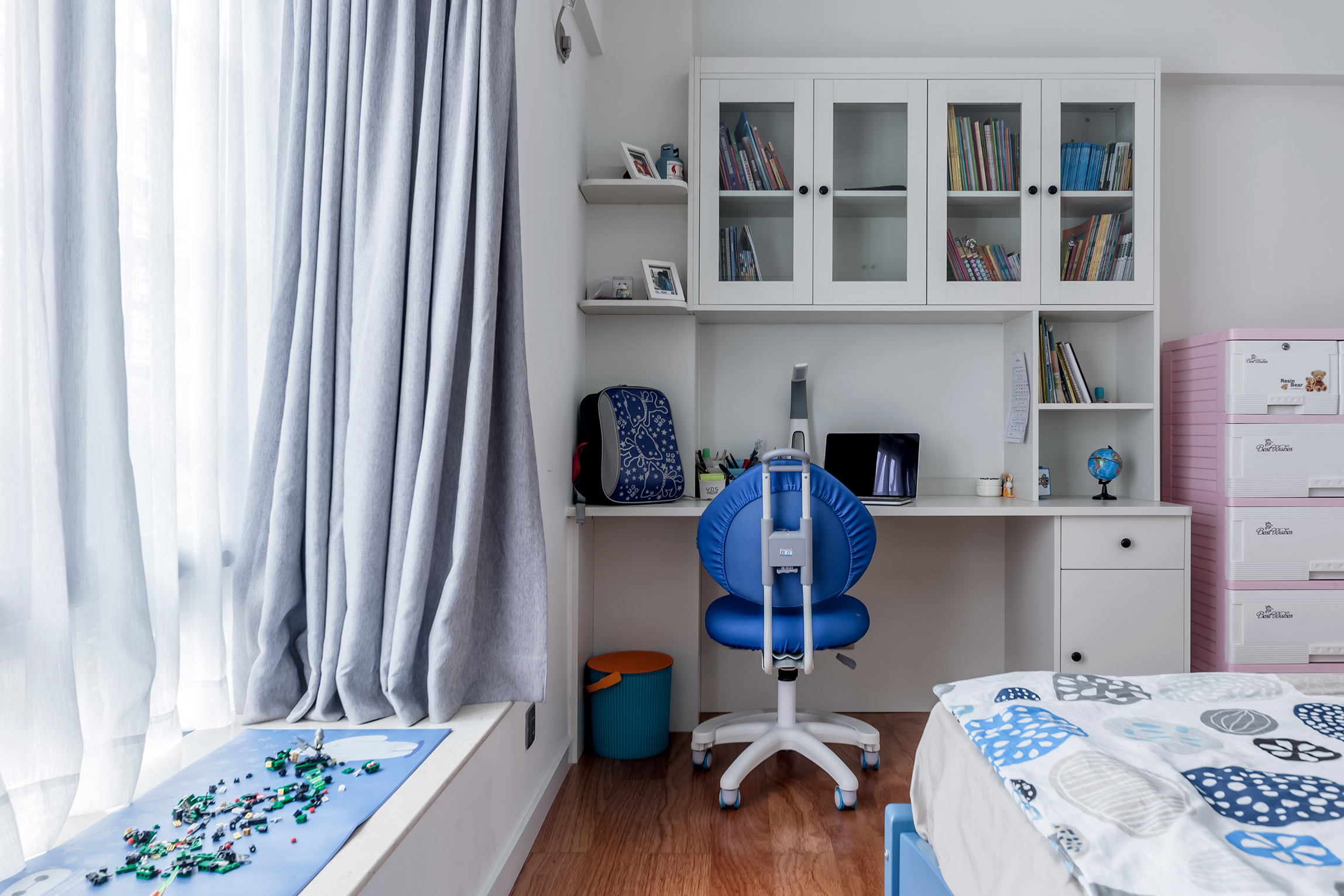 简约实用三房装修儿童房休闲写作区