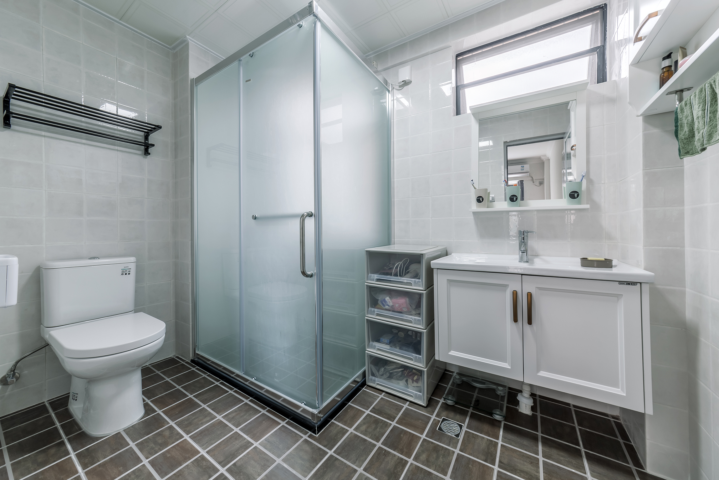 简约实用三房装修卫生间设计图