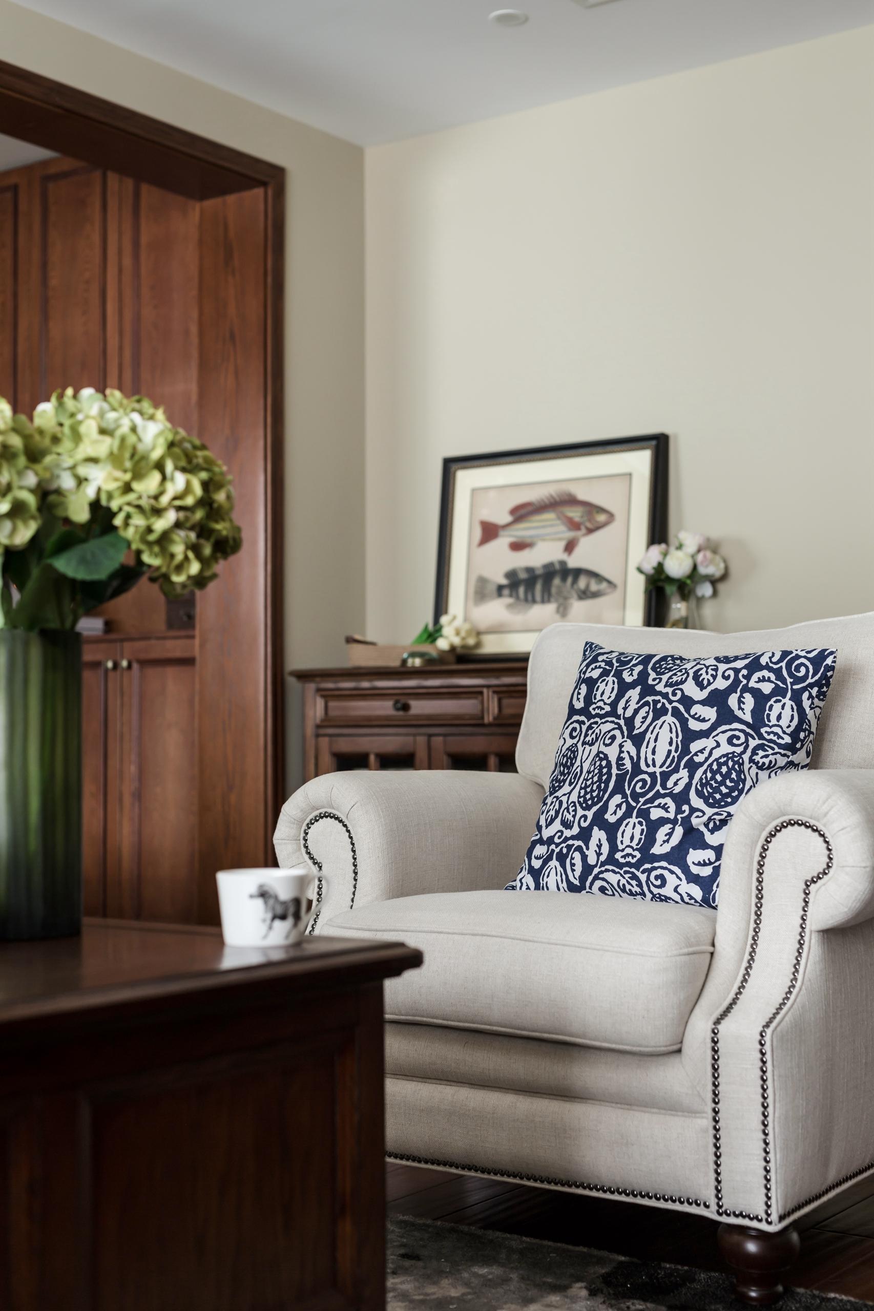 105平美式三居单人沙发图片