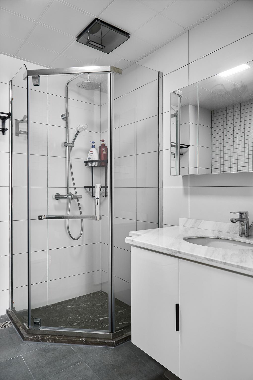 简约三居室装修卫生间设计图