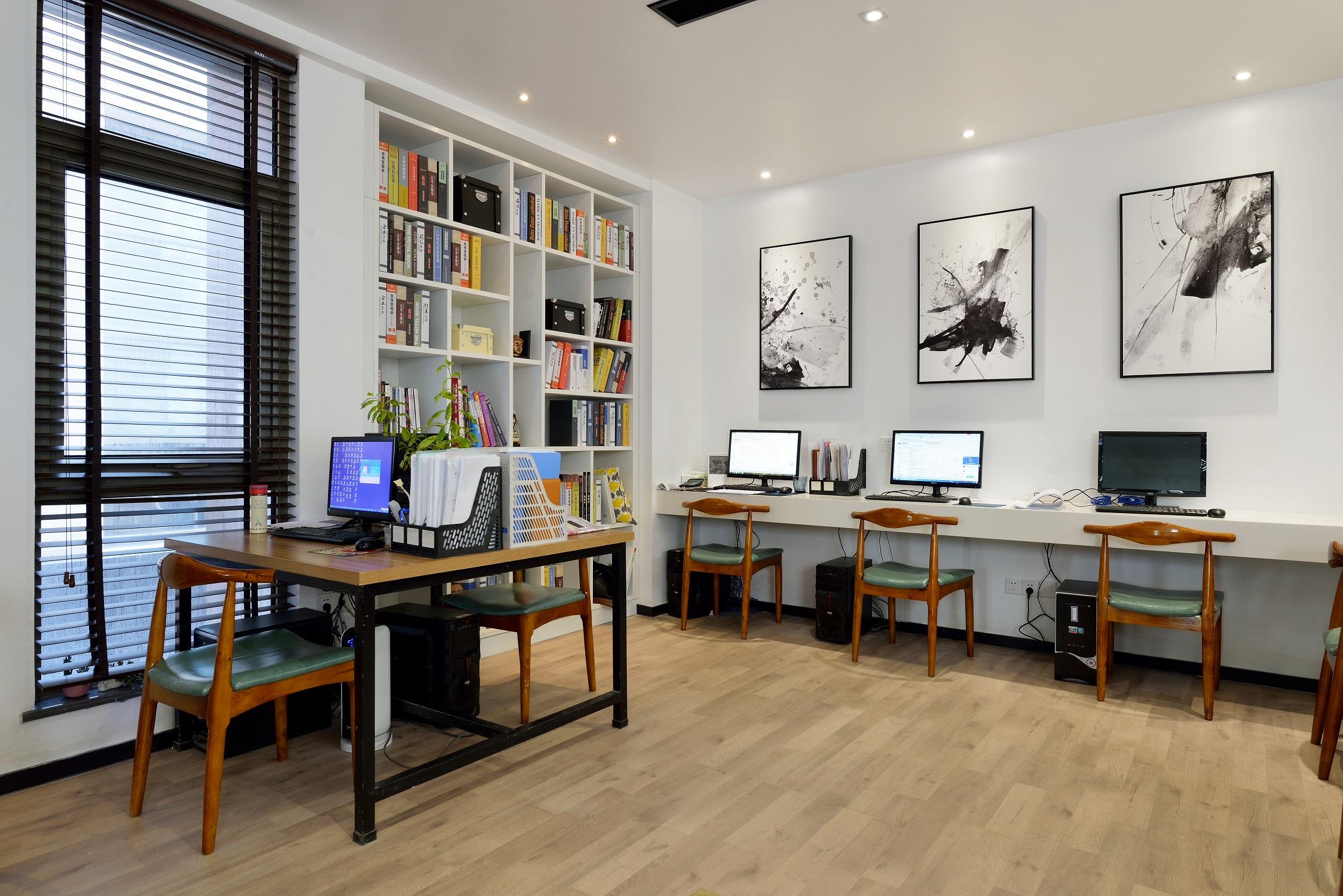 现代简约办公室装修办公区局部图片