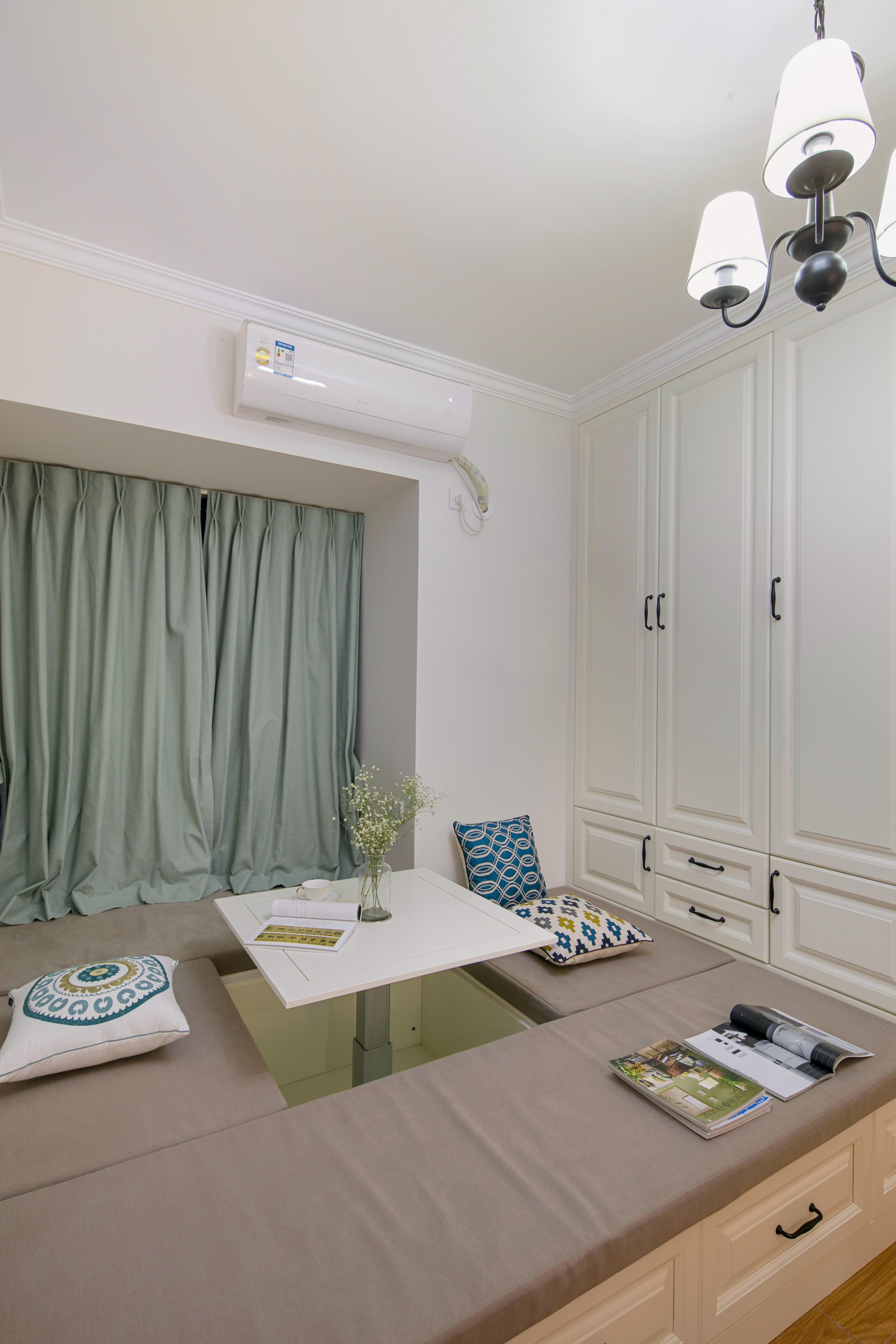 四居室美式装修书房榻榻米设计