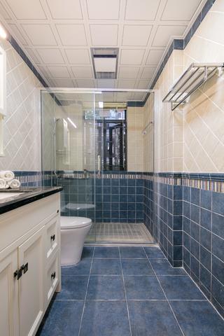 四居室美式装修卫生间装潢图