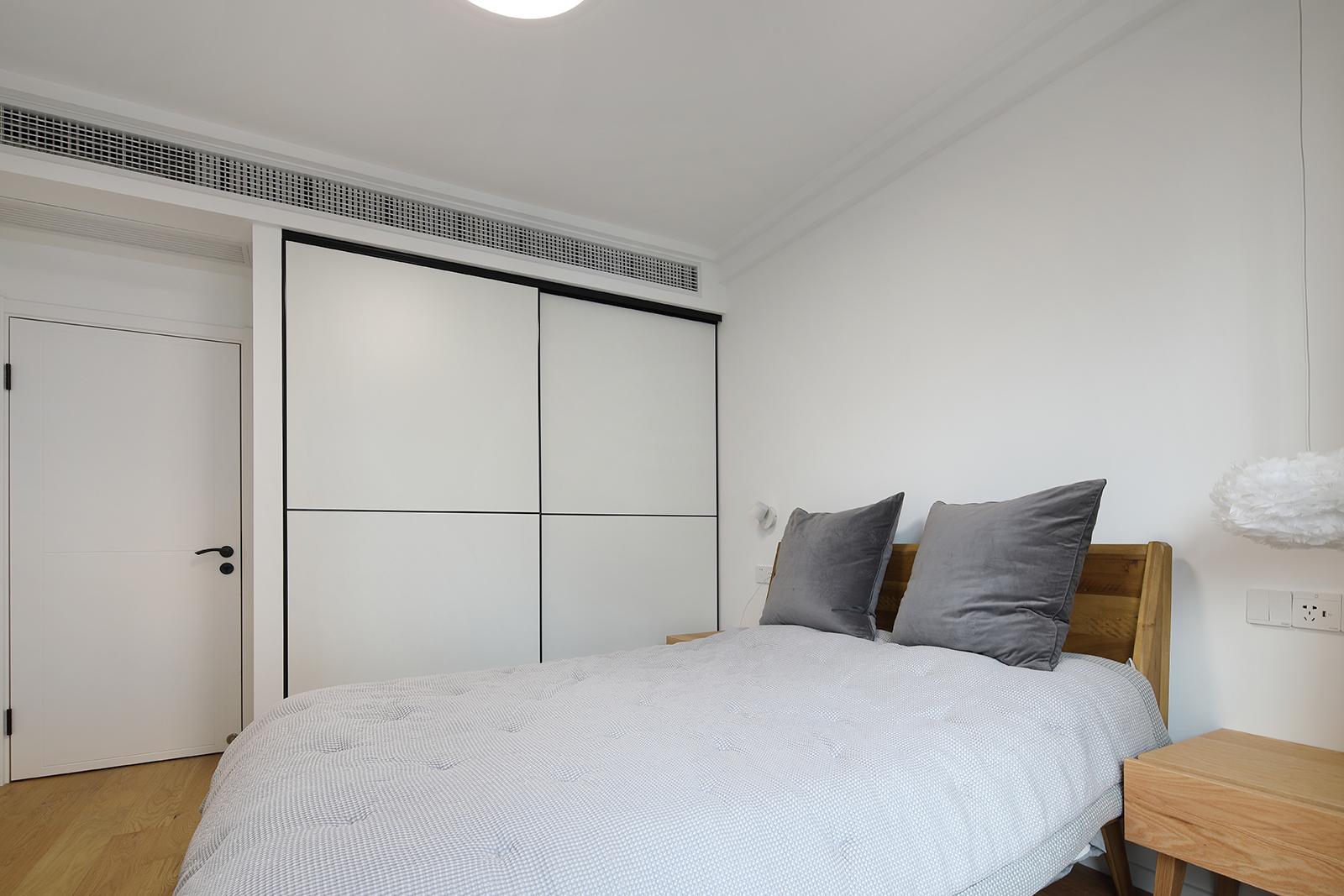 二居室简约日式家衣柜图片