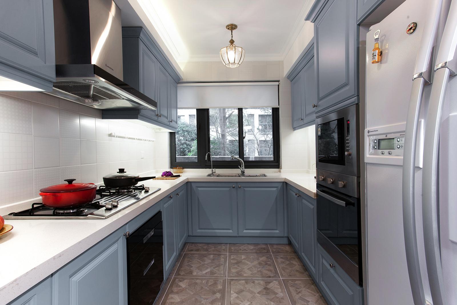 三居室美式叠层装修厨房构造图