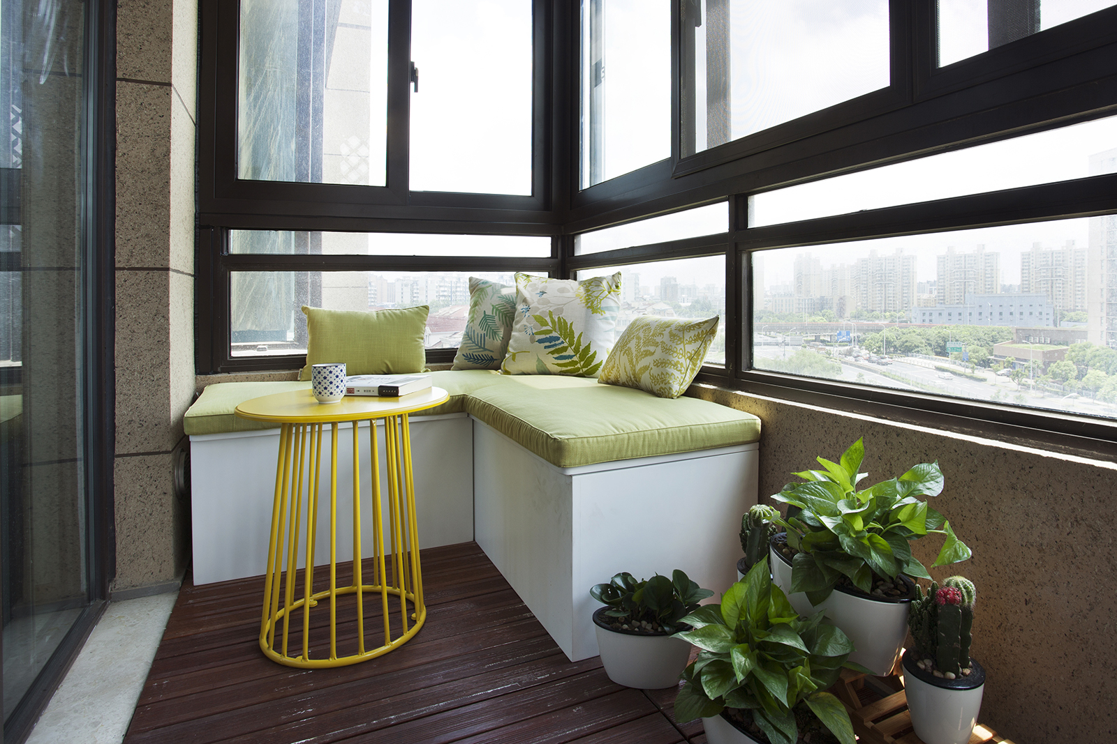 90㎡三居室装修阳台欣赏图