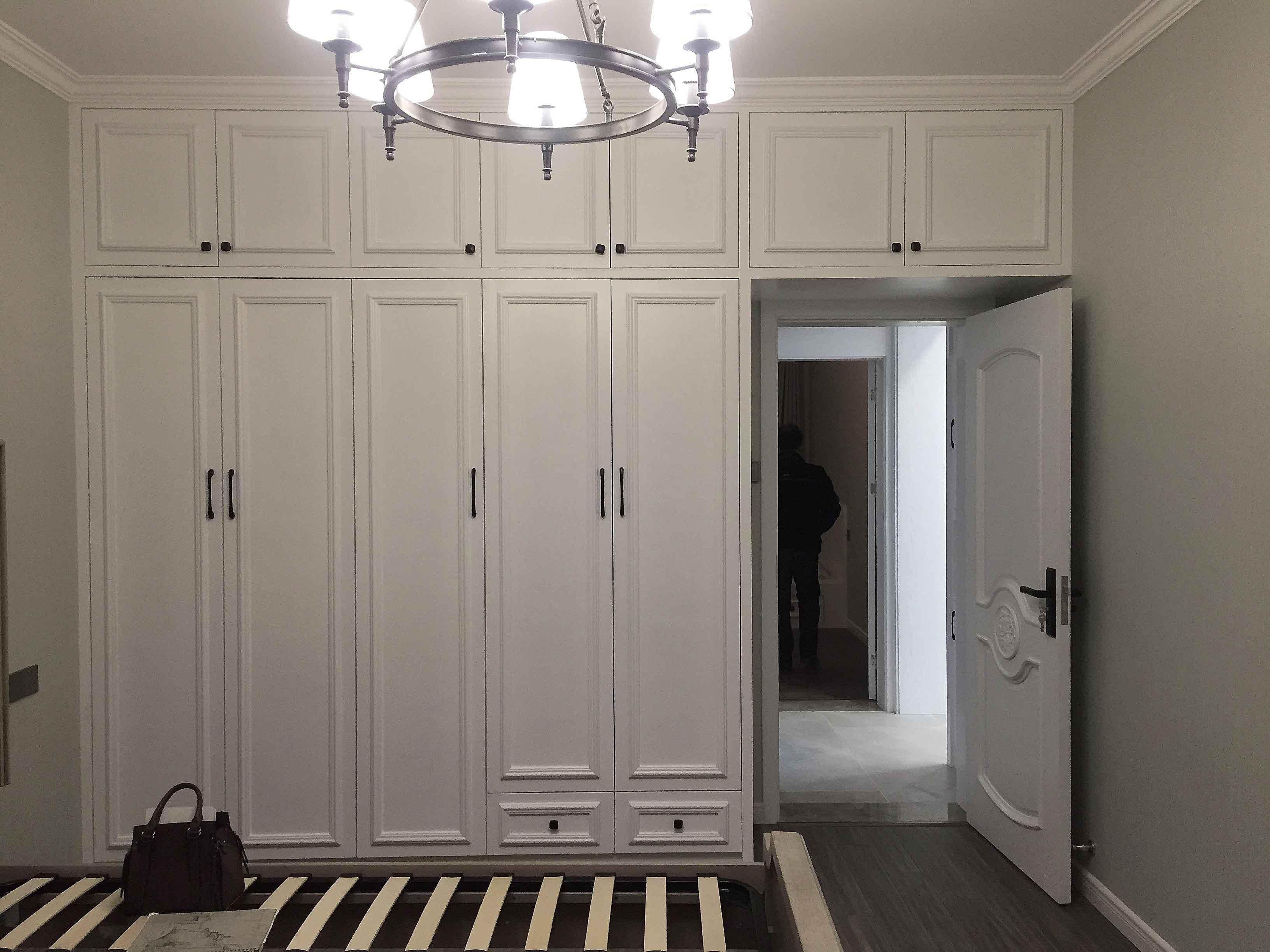 美式温馨家装修衣柜图片