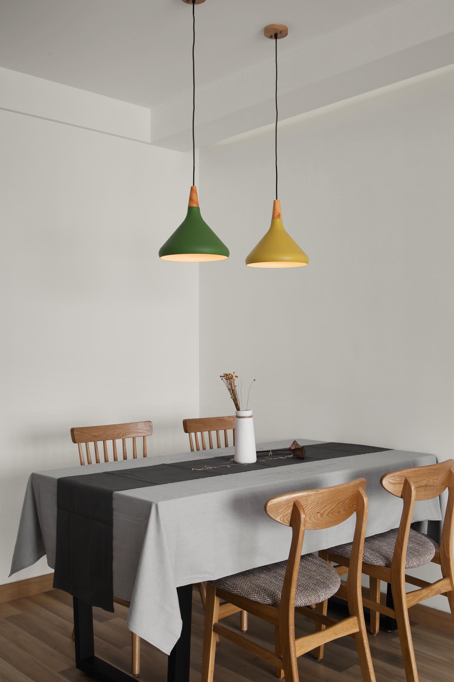 北欧二居室装修餐桌图片