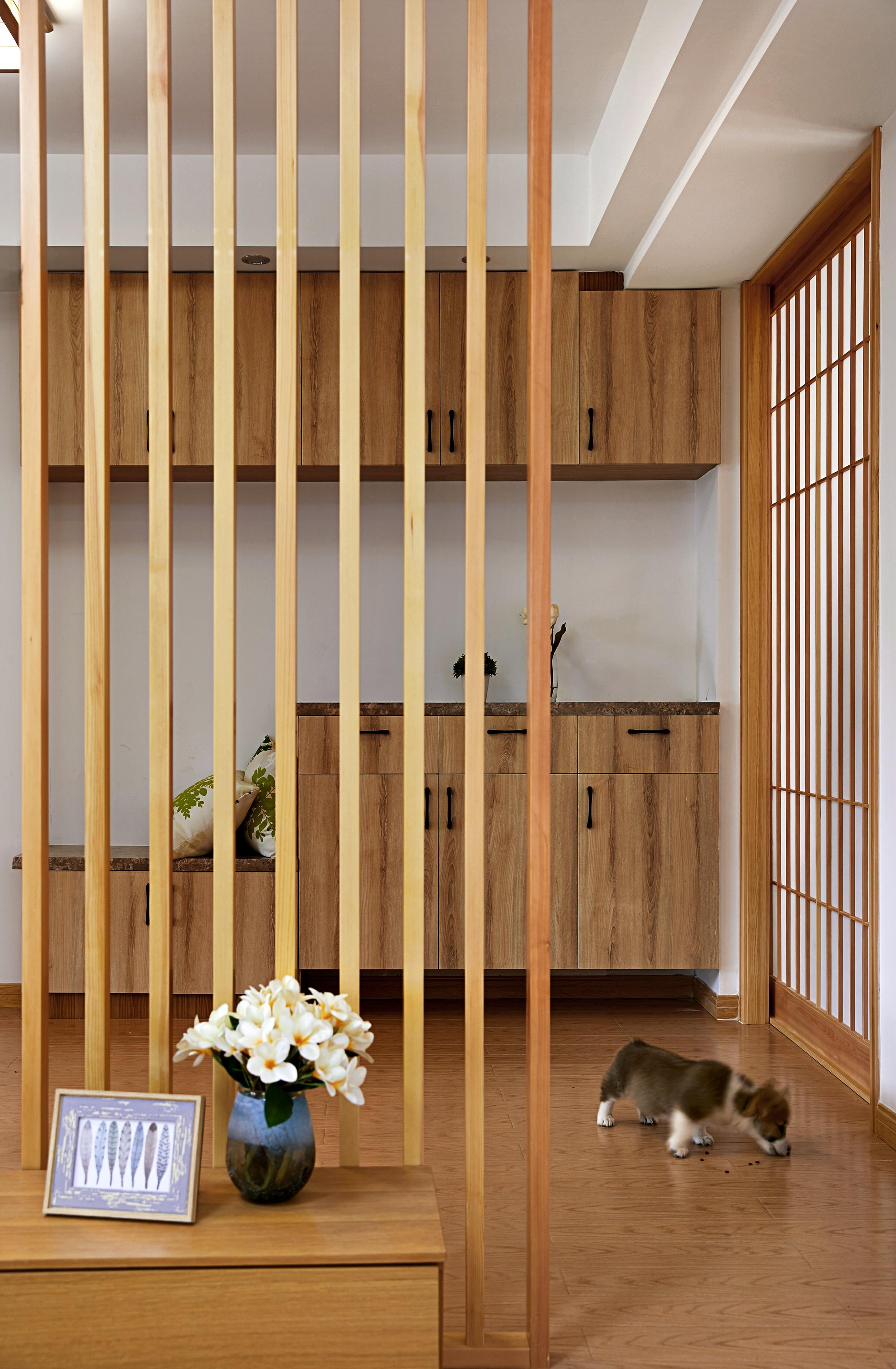 85㎡日式风格家玄关设计