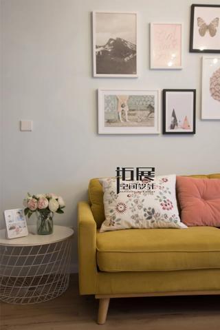 北欧风格二居室装修沙发一角