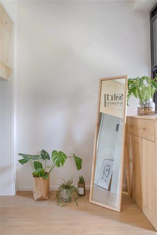 日式风格三居室玄关装修效果图