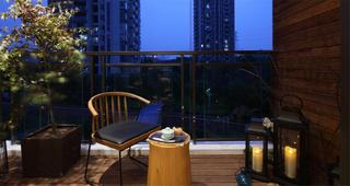 现代中式三居阳台装修效果图
