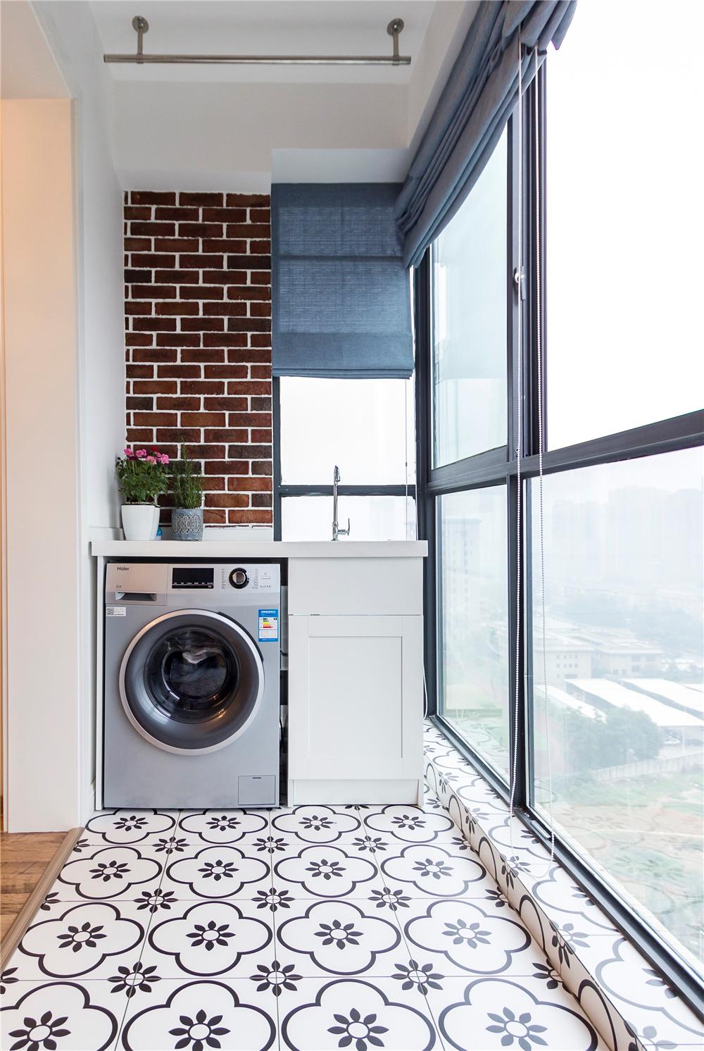 混搭风格两居室阳台装修效果图