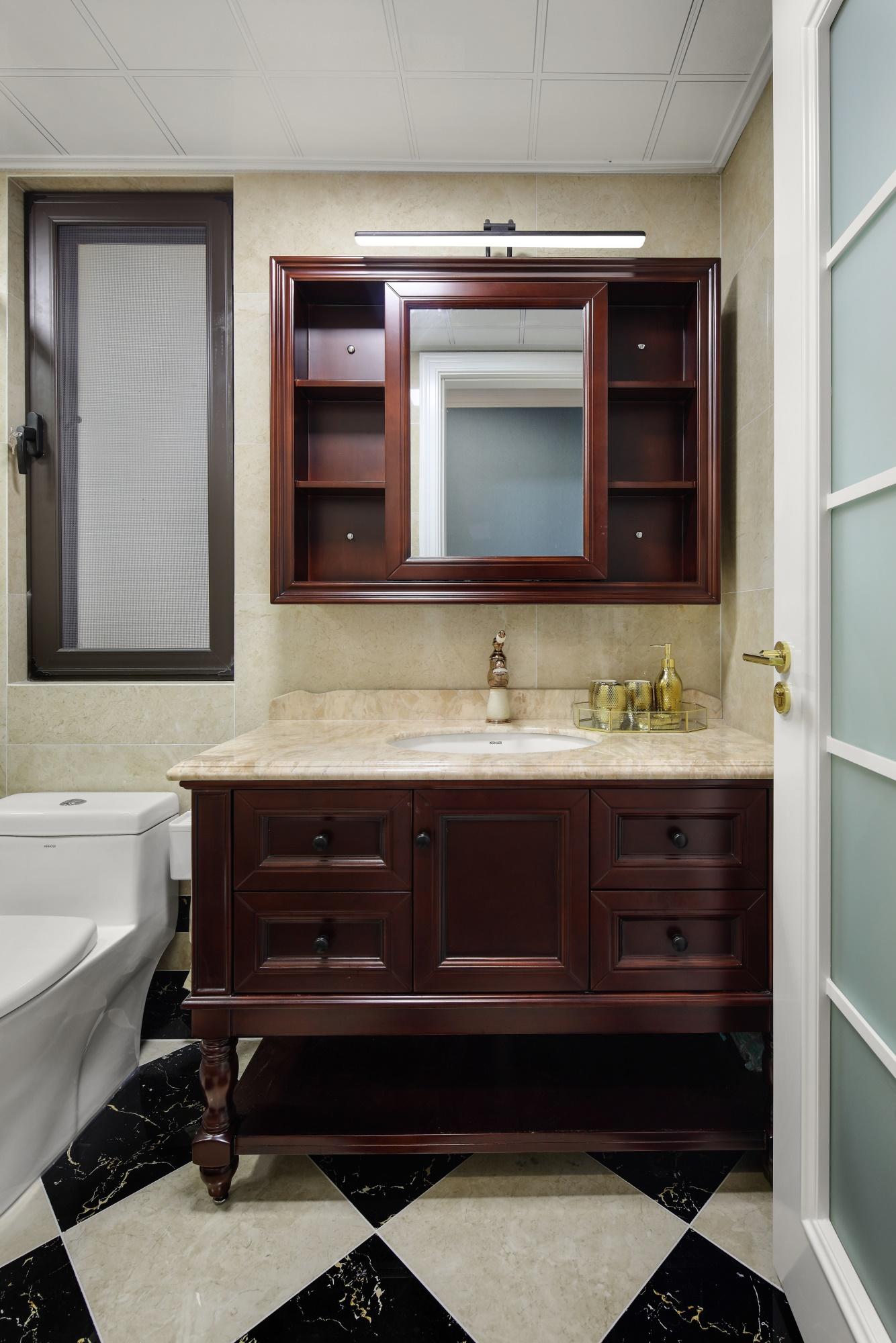 137平美式风格装修浴室柜设计