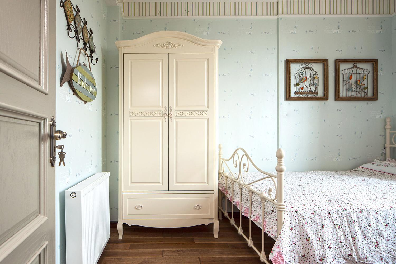 美式三居装修儿童房衣柜设计
