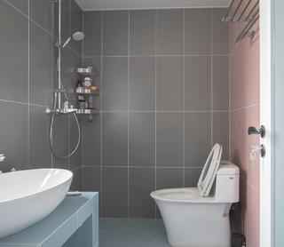 130㎡三居室卫生间装修效果图