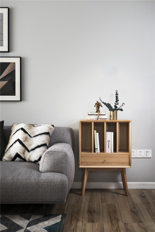 北欧风格四居装修沙发边柜设计