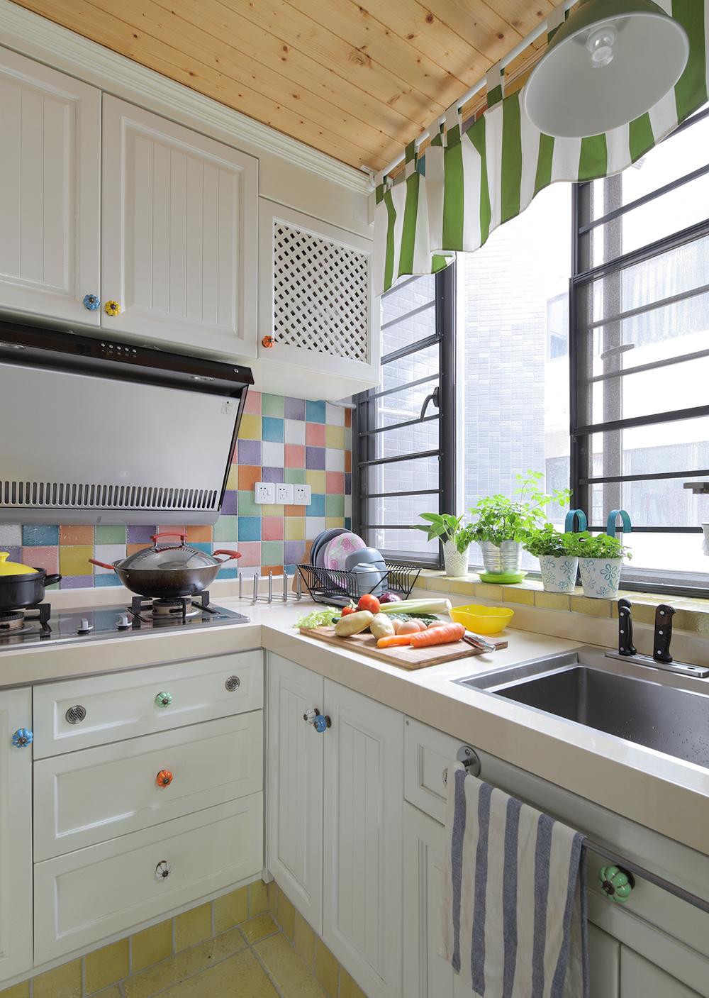 田园风格三居厨房装修效果图