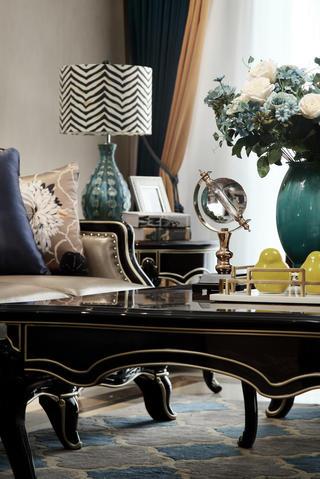美式新古典三居装修客厅小景