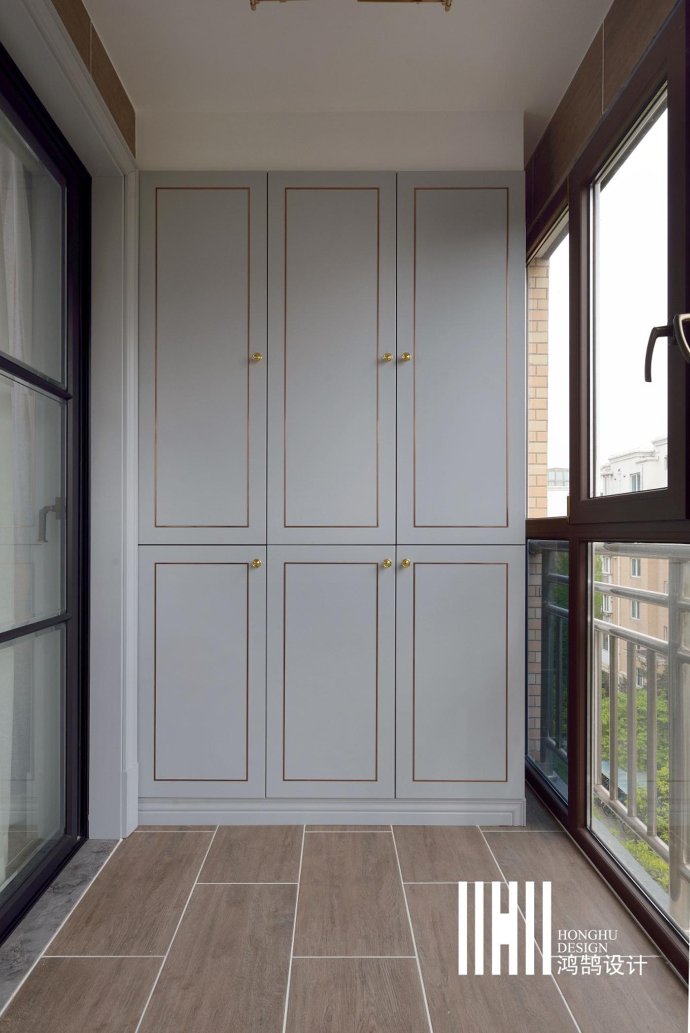 138平米四居室装修阳台壁柜设计