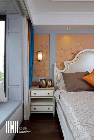 138平米四居室装修卧室床头特写