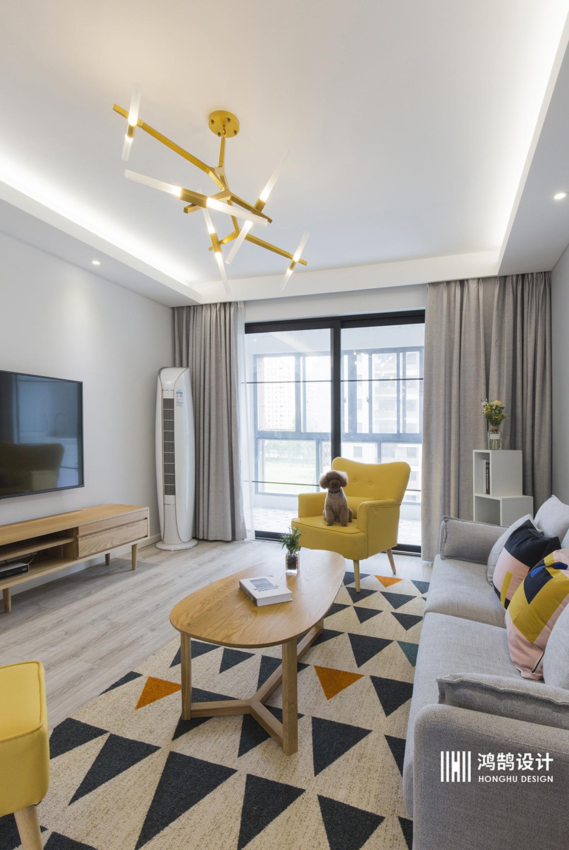 90平北欧两居装修客厅吊灯设计