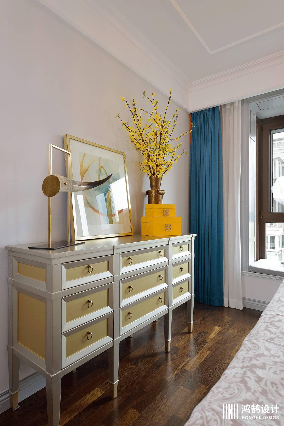 138平米四居室装修卧室边柜设计