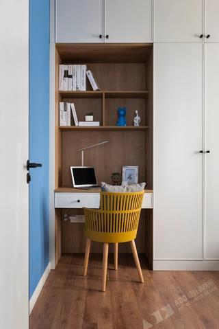 北欧风格二居室装修书桌椅设计