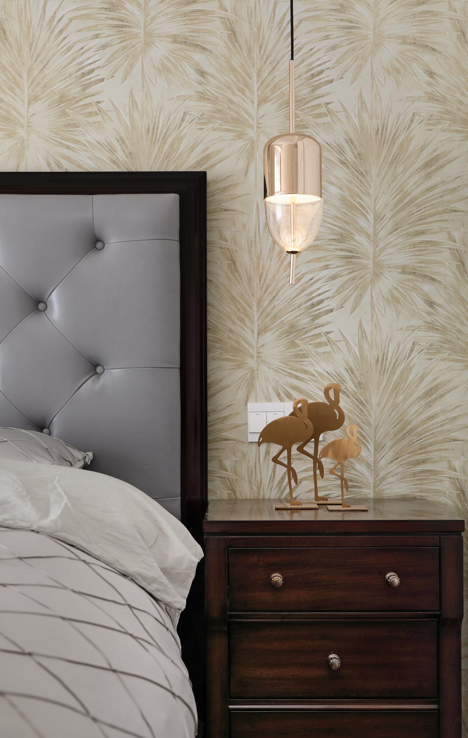 现代美式风格三居装修床头吊灯设计