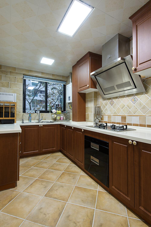 美式风三居室厨房装修效果图