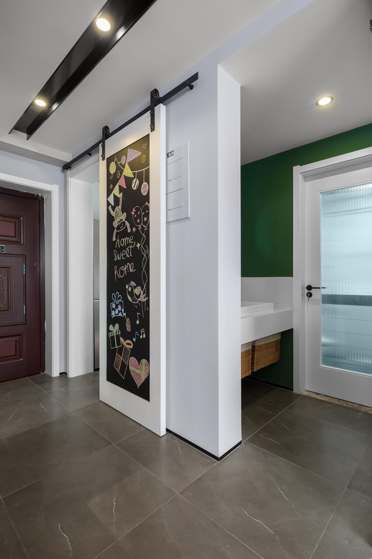 90㎡现代简约两居装修谷仓门设计