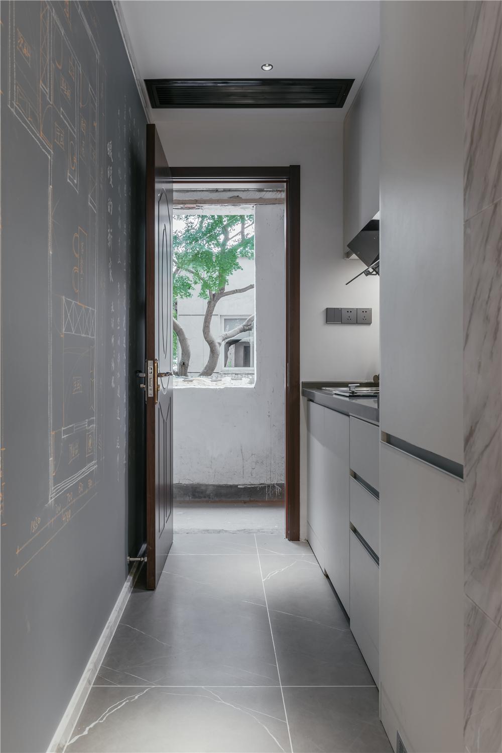 24平小户型两居厨房过道装修效果图