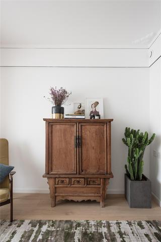 50平小户型一居装修复古边柜设计