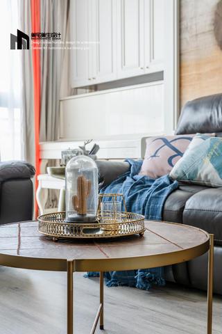 美式三居室装修茶几摆件特写