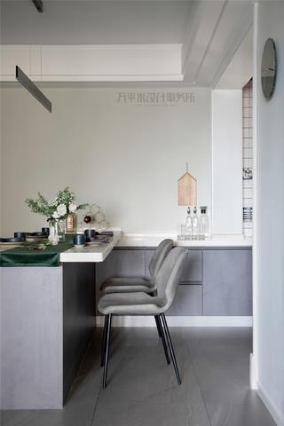 现代北欧二居装修餐桌椅设计