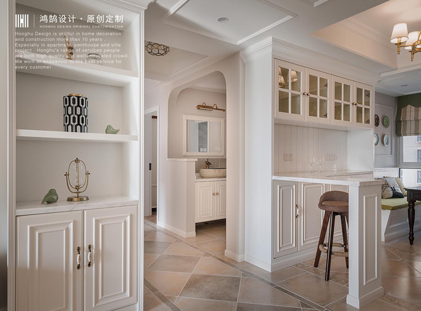 美式风格三居装修展示柜设计