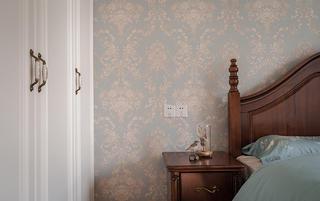 美式风格三居装修床头壁纸特写