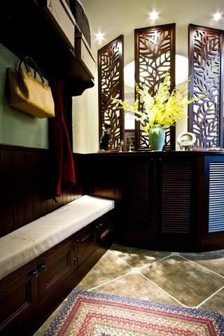 100平美式风格装修玄关设计
