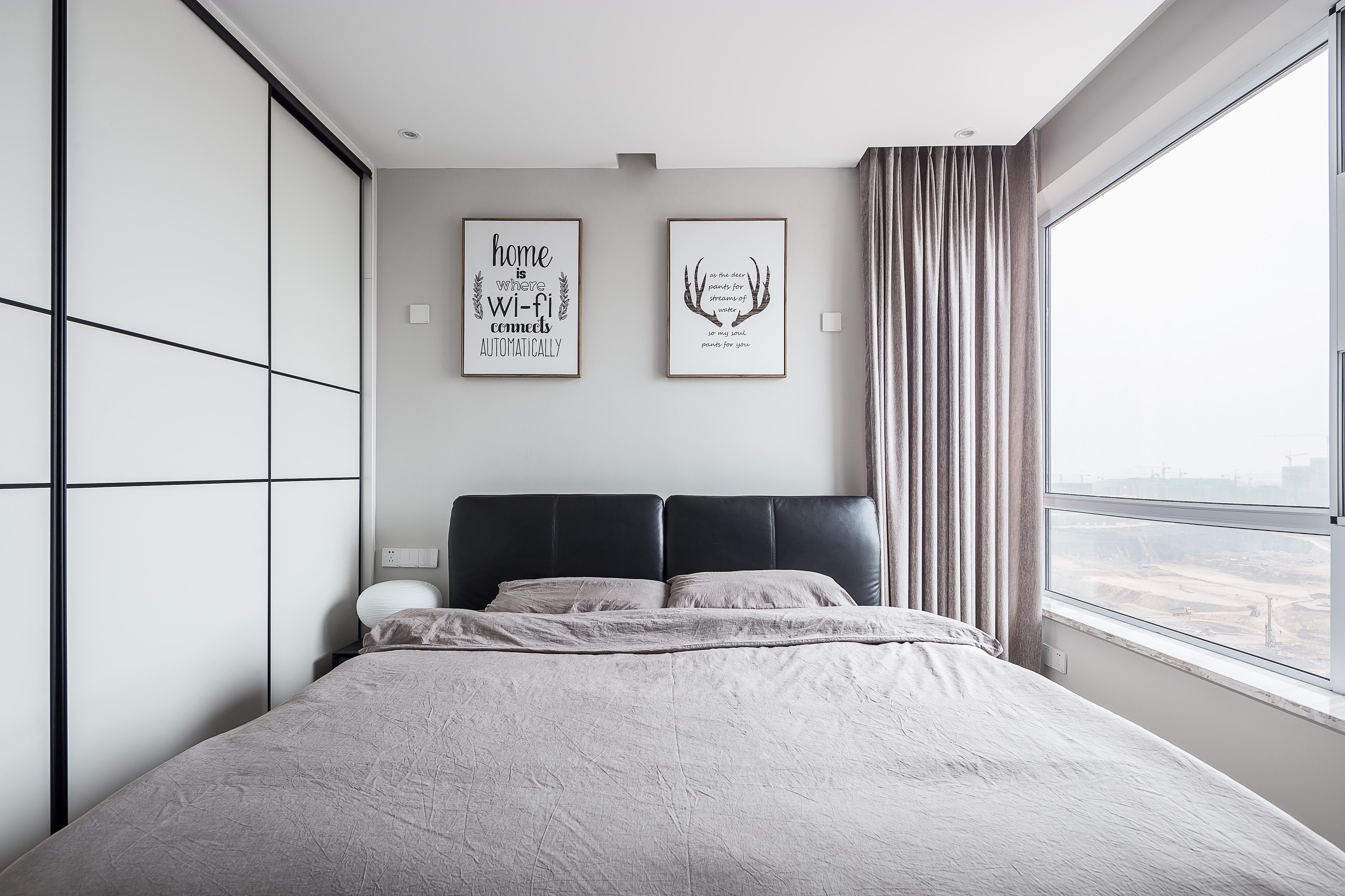 三居室现代简约之家主卧欣赏图