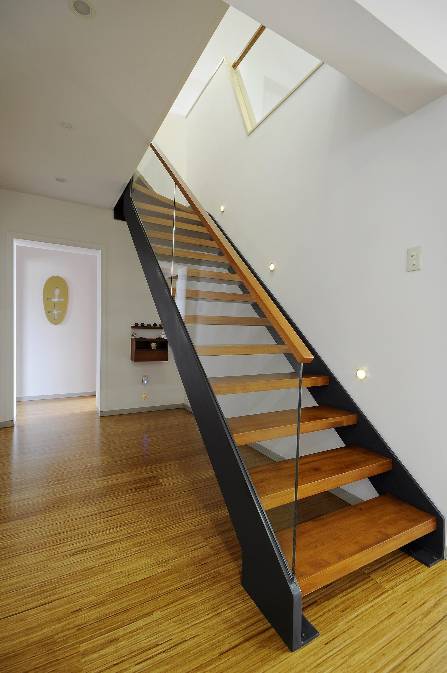 现代简约复式装修楼梯间图片