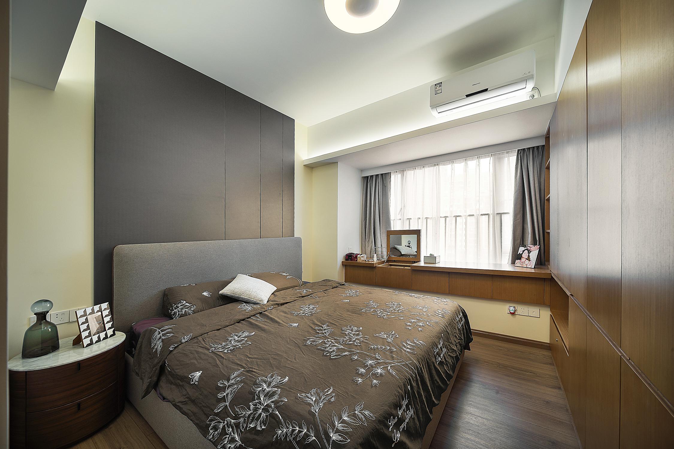 三居室现代风格装修卧室效果图