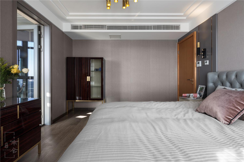 轻奢复式装修卧室设计图