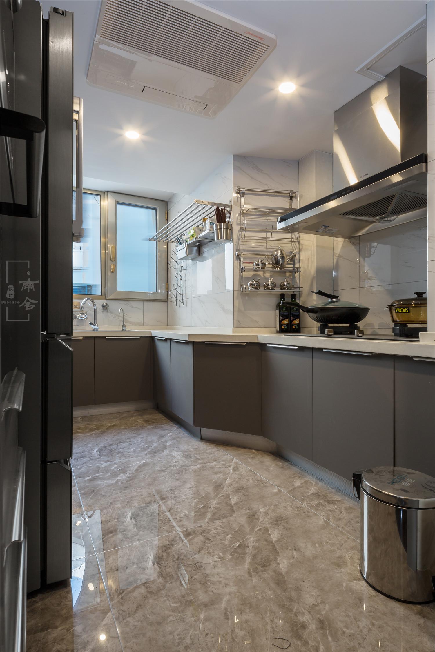 轻奢复式装修厨房装潢图