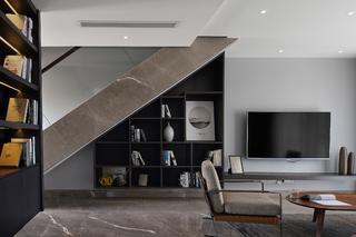 现代简约复式装修楼梯角收纳架