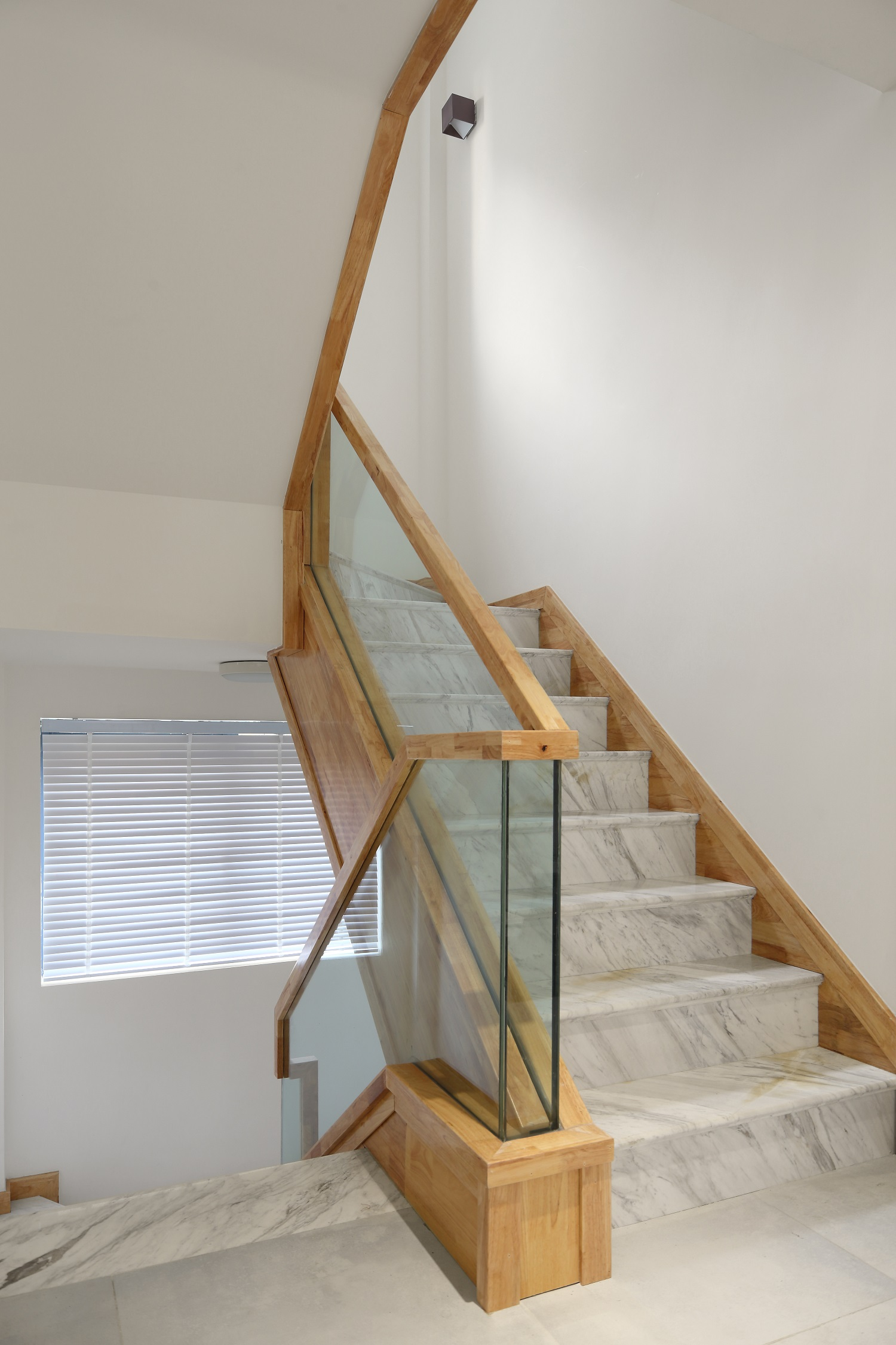 复式别墅装修楼梯图片